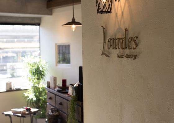 Lourdes Hair Design 入り口の風景