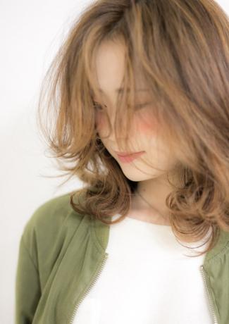 外人風レイヤーカット「重めの髪型に飽きた方にオススメ」 - Lourdes