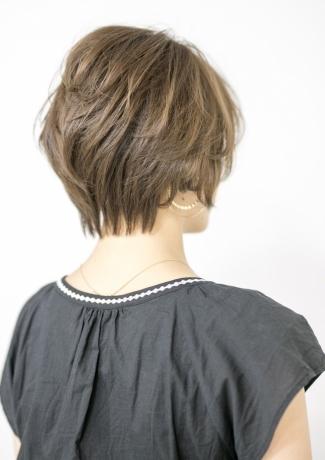 大人髪 トップからボリュームがでるレイヤスタイル - Lourdes